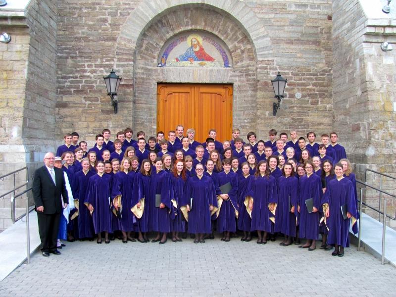 Narva - outside Aleksandri Kogodus - Northwestern College Choir 2010