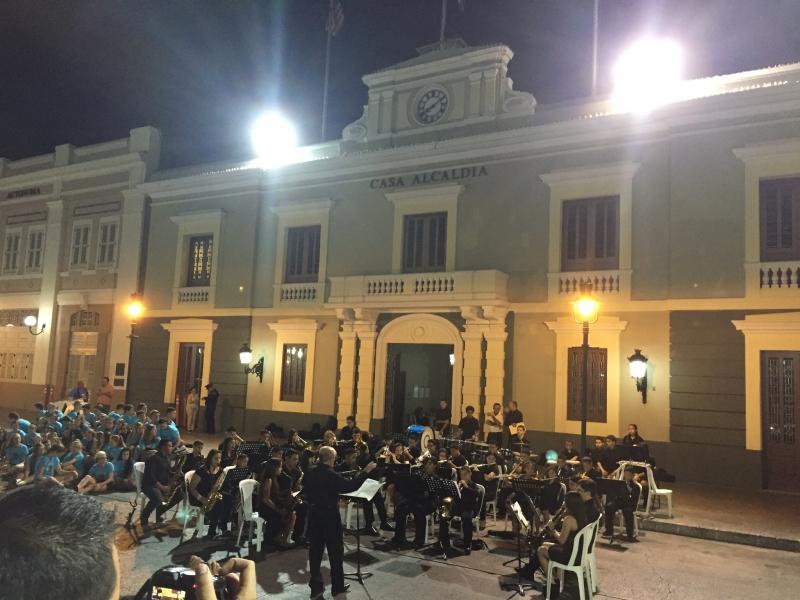 Ponce main plaza performance